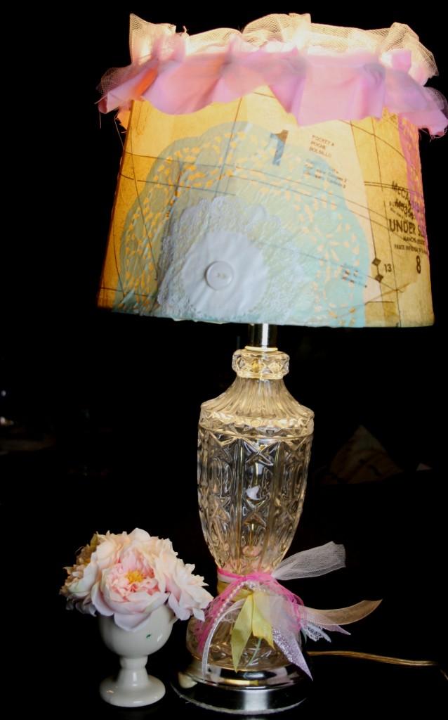 finished lamp for diy lamp and lamp shade makeover redo project using decopauge and paper doilies