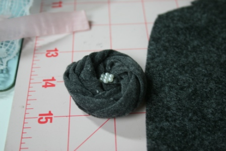 handmade fabric flower to go onto the belt and pin for a handmade maxi dress pinned from pinterst #fromp2p