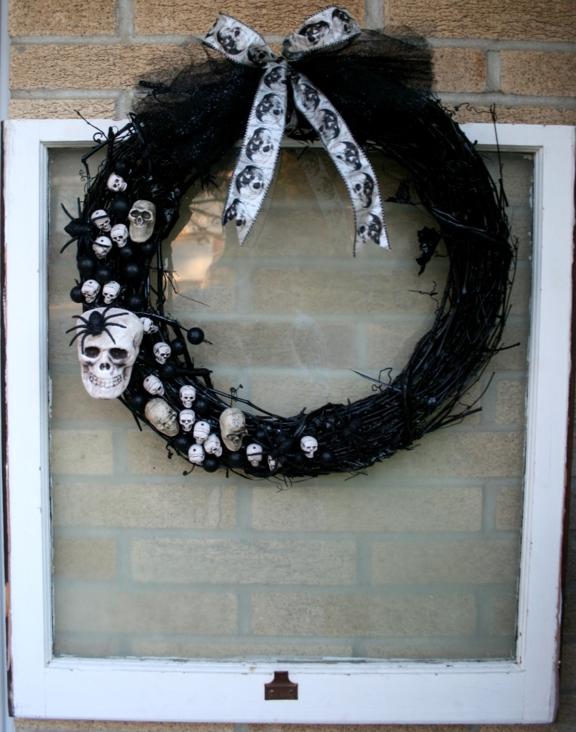 Aleene's tacky glue #alwaysreadytacky Halloween wreath for home decor handmade DIY