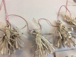 fringe paper garland final using Martha Stewart fringe scissors, music sheet paper, for holiday diy tutorial
